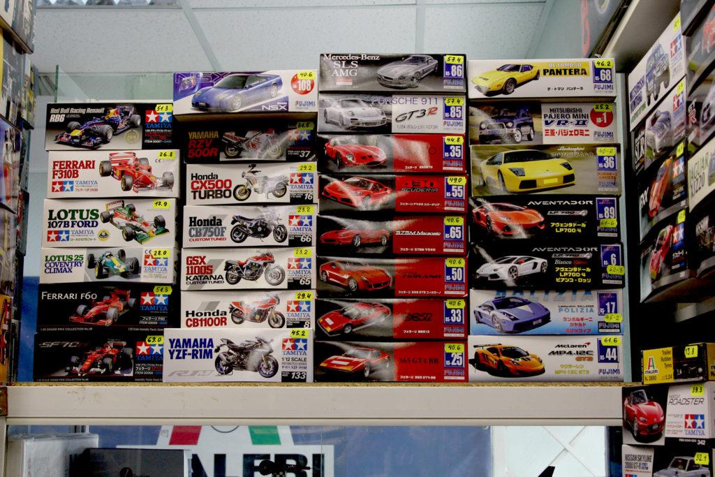 Асортимент збірних моделей автомобілів та мотоциклів в Модельному магазині Олімпієць